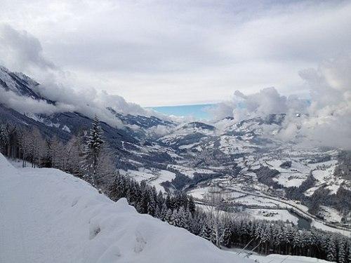 512px-Panorama_auf_St._Veit_im_Pongau_mit_Schloss_Schernberg.jpeg